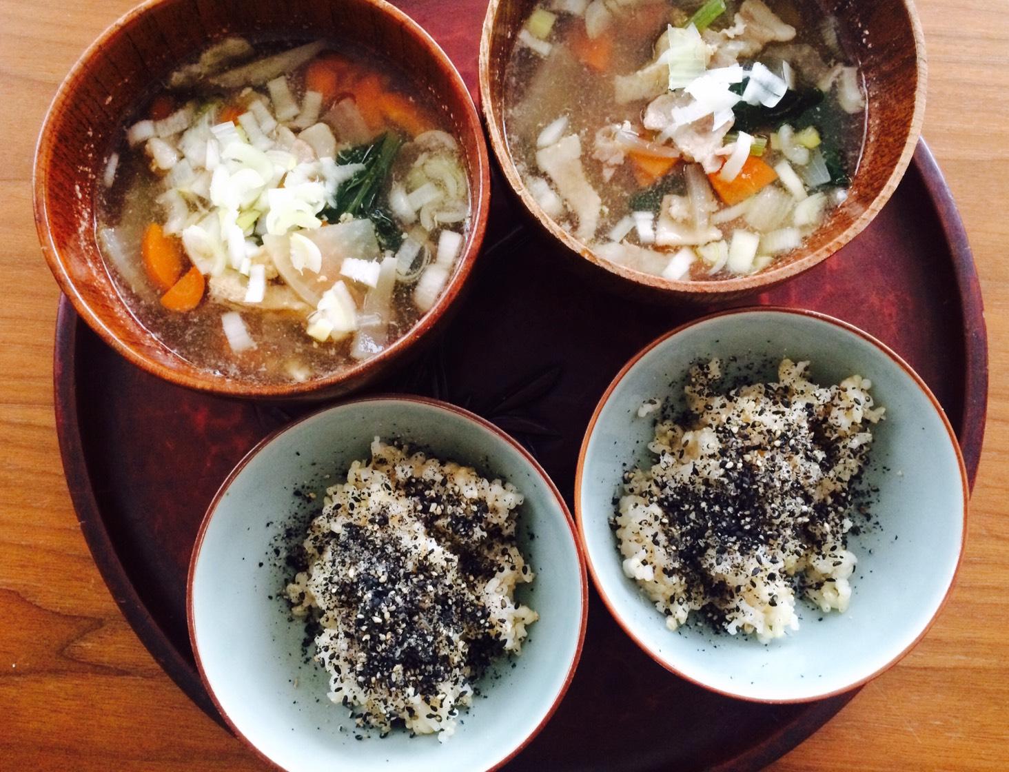 玄米、朝ごはん、味噌汁