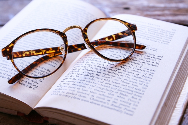 メガネ、勉強、本